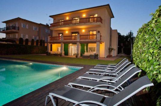 1-villa-lola-830x460