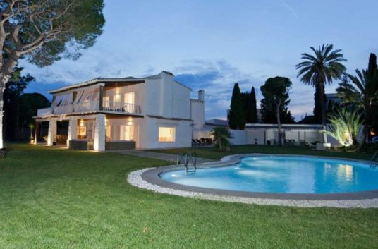 1villa-la-hacienda-830x460