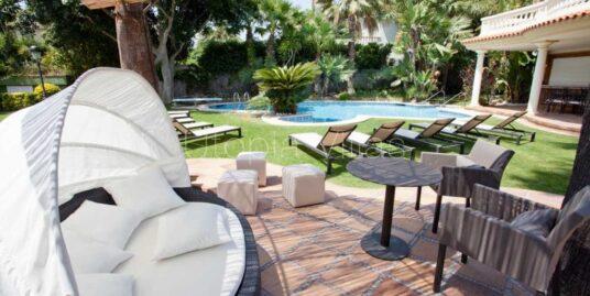 Villas vacacionales con muebles para el exterior Sitges Barcelona